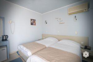 Ξενοδοχείο Ακταίον - εσωτερικό κρεβάτια