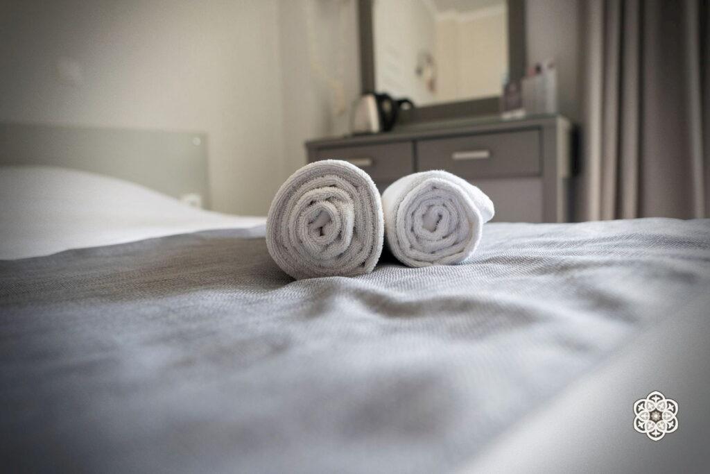 Ξενοδοχείο Ακταίον - κρεβάτι δωματίου